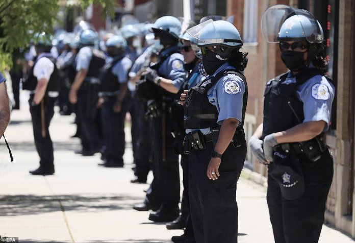 CHICAGO, ILLINOIS: Chicago police traced the road as thousands of peaceful protesters gathered in Chicago