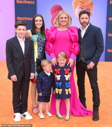 Kelly Clarkson ordered to pay ex Brandon Blackstock 0k A MONTH in spousal and teenager help