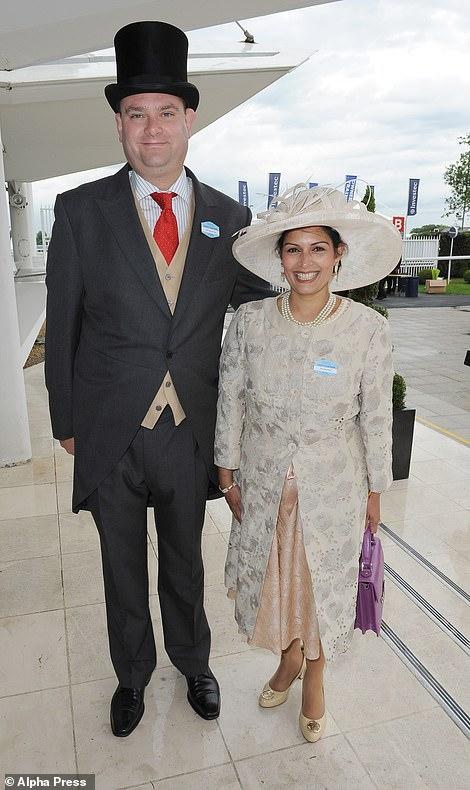 Die jetzt Innenministerin mit ihrem Ehemann Alex Sawyer beim Investec Derby Day 2014 in Epsom, Surrey