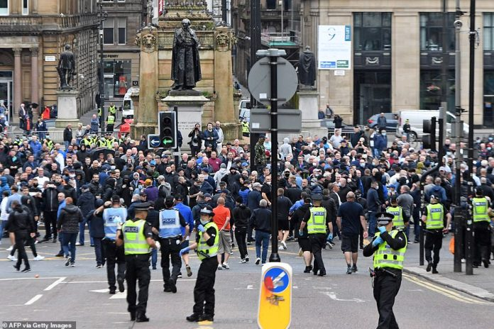 Police move to central Glasgow to form a barrier between opposing groups of BLM activists and far-right worshipers