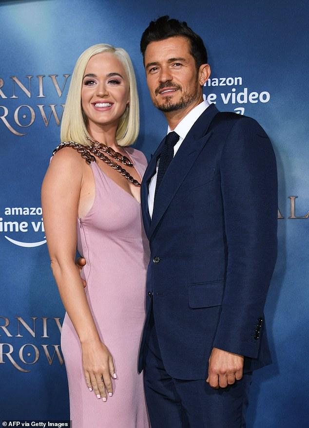 Bébé en route: L'oiseau chanteur est enceinte de son premier enfant avec le fiancé Orlando Bloom;  vu en août 2019