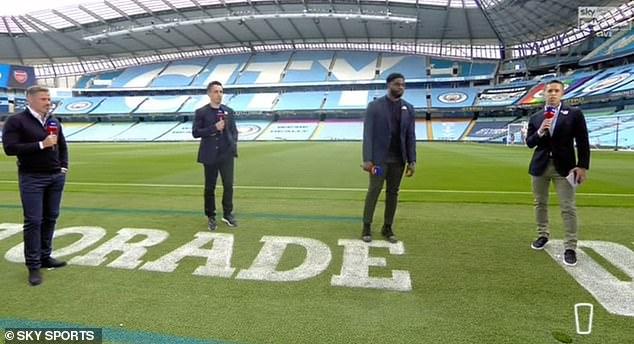 David Jones (à droite) a dirigé la couverture du ciel de Manchester City contre Arsenal aux côtés de Carragher (à gauche), Gary Neville (deuxième à gauche) et Micah Richards (deuxième à droite)