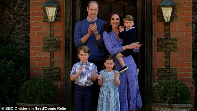 The duke of Cambridge, 37 years old, isolates at Amner Hall, Norfolk, with Kate Middleton, 37 years old, Prince George, 6 years old, the princess Charlotte, 5 years old, and the prince Louis, two years, since march.