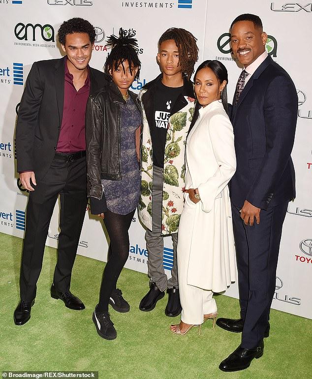 Famille recomposée: Will et Jada ont continué à se nouer eux-mêmes en 1997 et ont eu deux enfants ensemble, Jaden, 21 ans, et Willow, 19 ans (La famille Smith en photo en 2016)