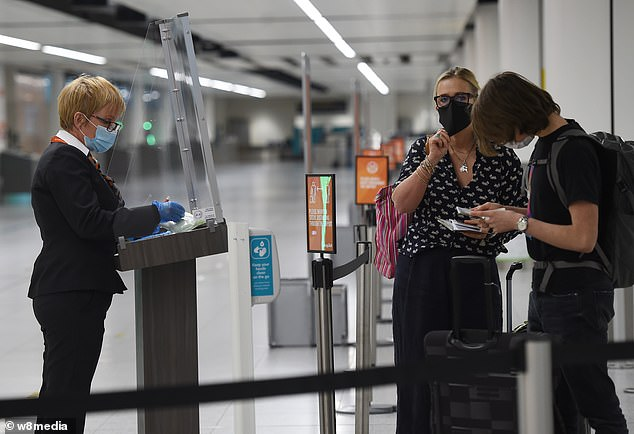 A total of 12 countries, including Greece, Spain, Portugal and France are in the process of being reviewed with officials of the examination at the time the risk of travellers bringing Covid-19 return and the popularity of the destination. On The Photo: Gatwick Airport