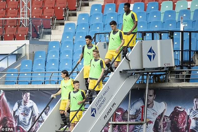 Sancho (troisième à gauche) est l'un de Dortmund star hommes, de sorte que son omission a été un choc