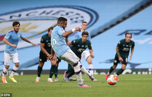 Riyad Mahrez est ensuite intervenu et a marqué le penalty pour donner à City trois buts d'avance