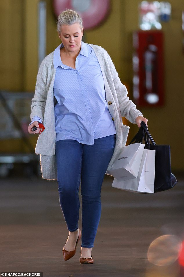 Shopping up a storm!After shopping up a storm at the popular complex, Sam appeared satisfied as she carried purchases from the fashion retailer Country Road back to her car