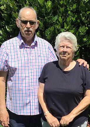 David e Denyse Vallender: 'É um erro monumental do governo', disse ele depois que ela recebeu £ 21.700