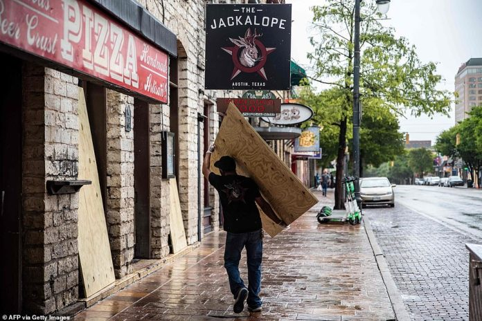TEXAS: Worker Carries Piece of Plywood to Austin After Bars Forced for the Second Time While Coronavirus Infections Continue to Spread