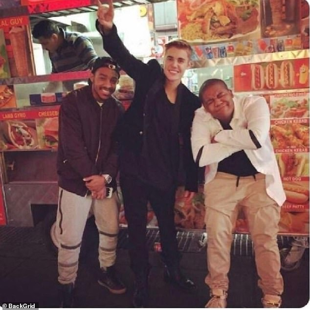 Social media article shows Bieber catching hot dog at 4 a.m. after Met gala