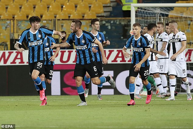 Stefan De Vrij gave Inter Milan hope of a late victory after he scored an 84th minute equaliser