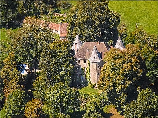 This 15th-century castle is located in Aubusson, in Limousin, an obscure region of central France known for its peace and tranquility and is now £ 1.39 million, up from £ 1.8 million in February this year.