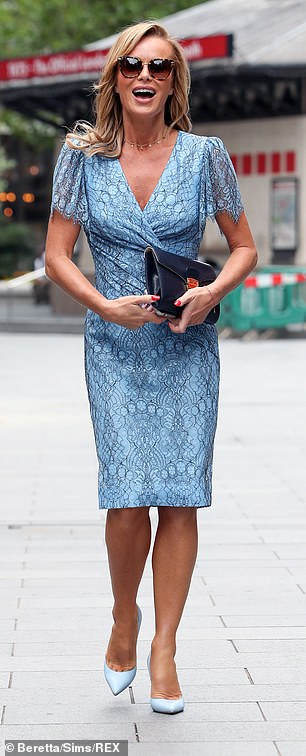 Chic: Amanda paired her dress with complementary blue heels