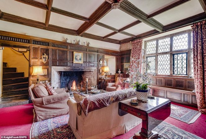 In the Winter Parlour there is a hidden spiral staircase behind the wood panelling leading to the Great Chamber, which has grand oak beams and a 14th century oculus window