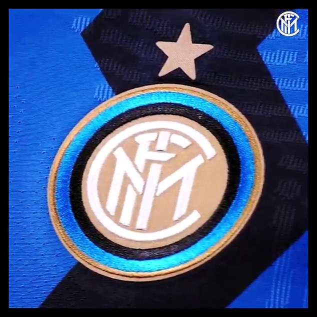 The new strip features a zig-zag design instead of the classic stripes, inspired by 1980's Milan
