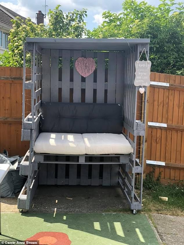 Carrie-Anne made this gorgeous outdoor sofa bench so that she can sit on it and relax while her little boy plays in the garden