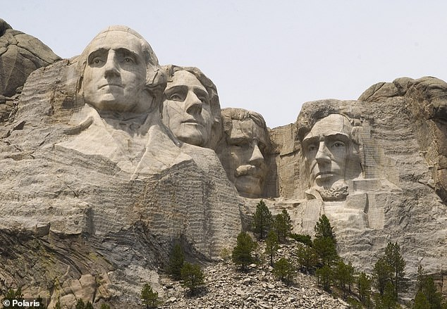Trump will make remarks at Mount Rushmore on Friday, July 3 ¿ where the state says the crowd will be limited to 7,500 attendees