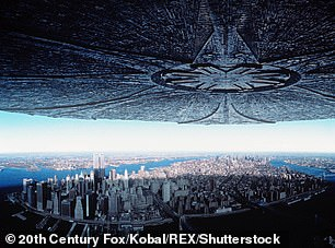 The cloudresembled the massive alien ship in the 1996 film Independence Day (pictured)