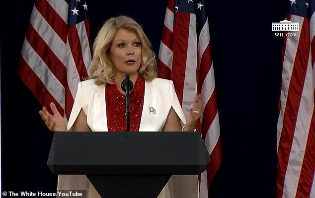 Former 'Entertainment Tonight' host and an ex-Miss South Dakota Mary Hart served as an emcee for the night