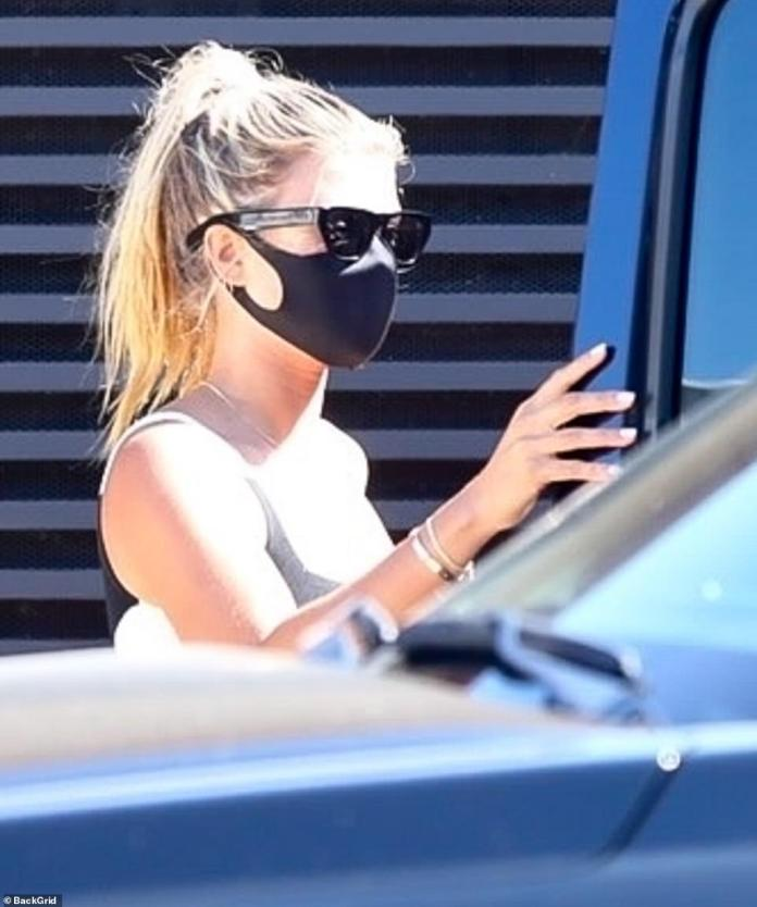 Different look: Sofia put on a mask inside the restaurant and got her hair done in a ponytail