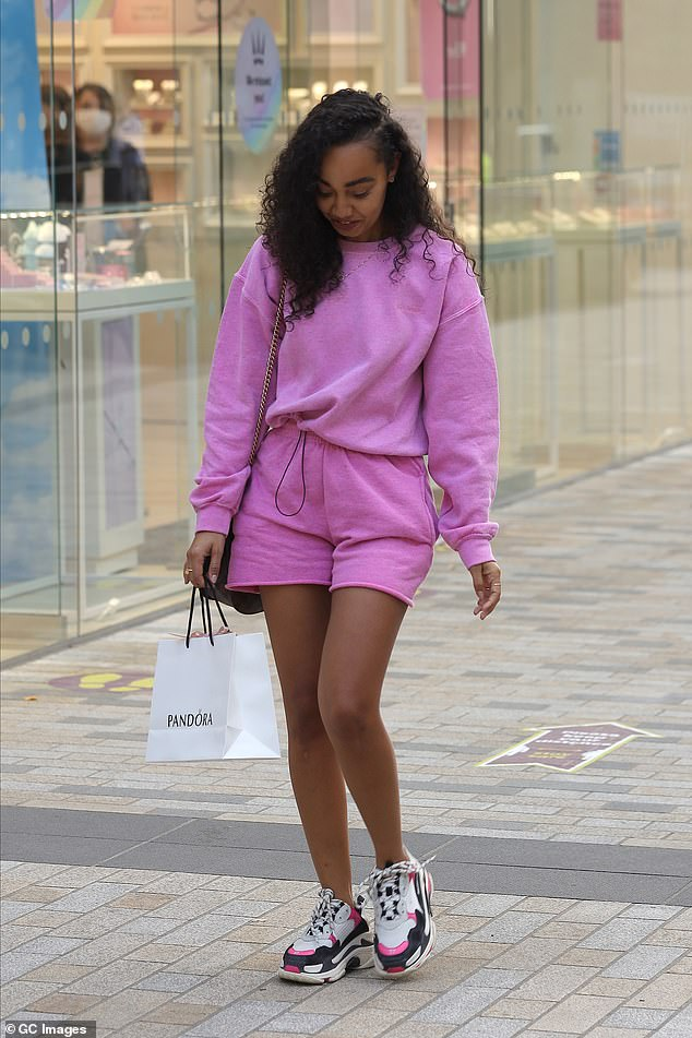 Spending spree!The star had been spending her hard-earned cash in the centre's Pandora store, as she stocked up on some new items at the jewellery store