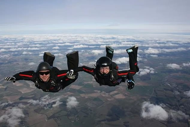 Victoria and Emile Cilliers photographed parachuting together in 2011
