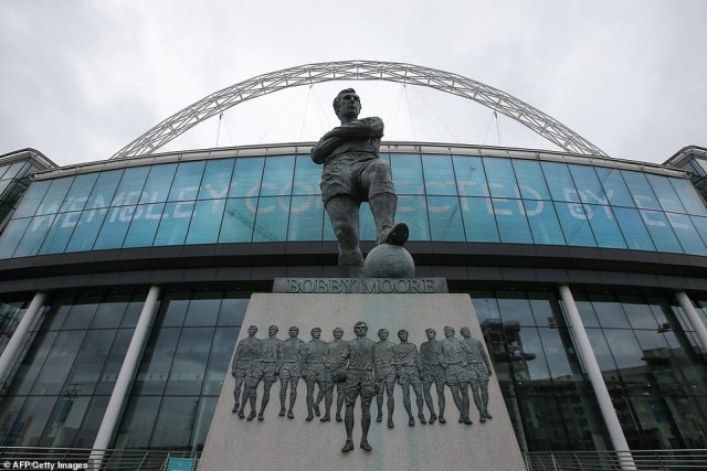 The statue of former England football captain Bobby Moore stands outside Wembley Stadium, on April 27, 2018.On the day that the statue was unveiled at Wembley, Jack Charlton went to speak to it