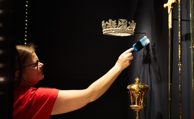 Army Of Cleaners Polish The Silver At Windsor Castle As