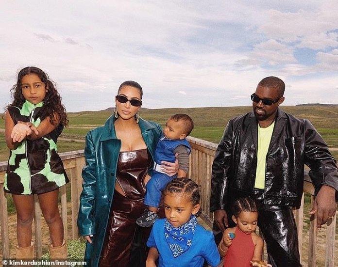 Visitas: Kim, de 39 años, según los informes, solo visita Kanye en Wyoming una vez al mes con sus cuatro hijos North, siete, Saint, cuatro, Chicago, dos y Psalm, uno