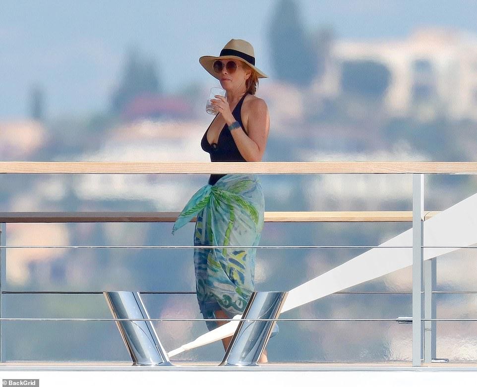 Steve Jobs' Widow Laurene Powell Jobs Enjoys A Summer Escape In The French Riviera - NewsOpener