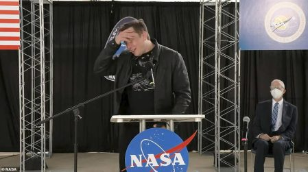 Elon Musk Admits 'I'm Not Very Religious, But I Prayed for This One' After Dragon Capsule Successfully Splashed Down in Gulf of Mexico