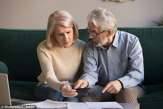 Elderly women and their families are now asked to verify that their state pension is correct. DWP payment arrears are worth an average of £ 9,000