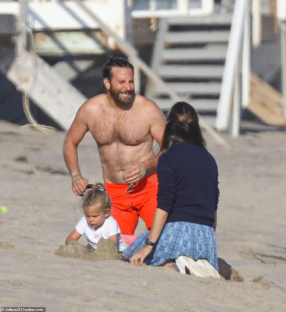 Jennifer Garner enjoys flirty beach fun with eligible bachelor Bradley Cooper
