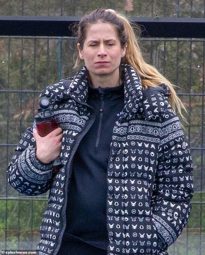 Esperando: la esposa de Ed Sheeran, Cherry Seaborn, fue vista en marzo mostrando un toque de bulto, cinco meses antes de que se revelara que estaban esperando su primer hijo juntos.