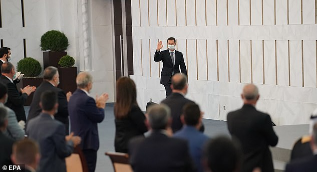 Previously, the office of the presidency said the speech was interrupted for `` several minutes '' due to a `` mild '' case of hypotension the president suffered, after which he continued the speech normally .