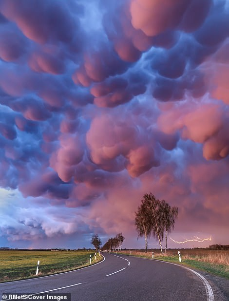 Boris Jordan took this image near Leipzig (Saxony, Germany). He said, 'this was by far the most spectacular mammatus display I've ever seen in my entire life'