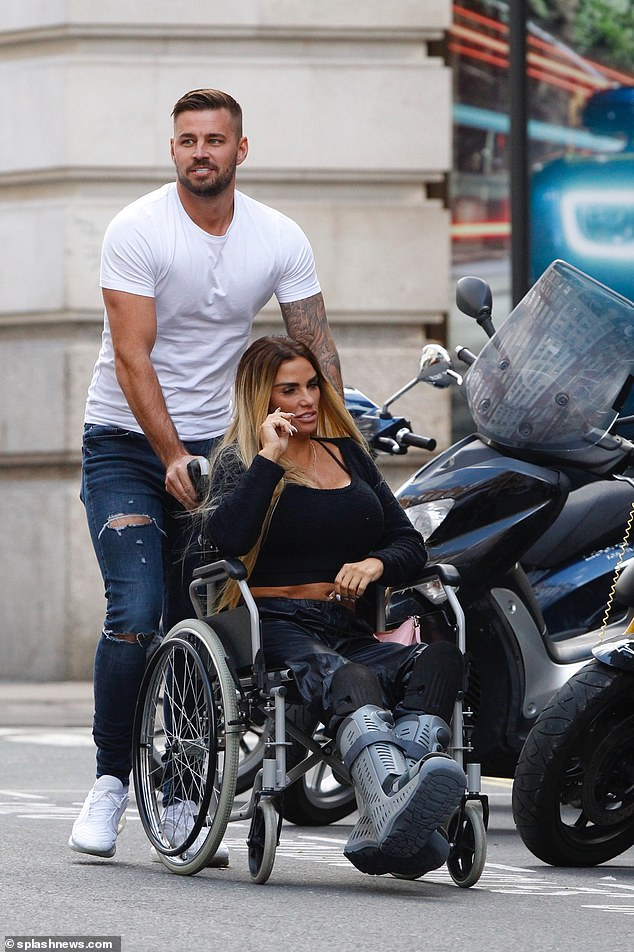 Sweet:Katie maintained her glamorous style despite being in pain as she headed out of the restaurant with her hunky beau, who briefly appeared on Love Island