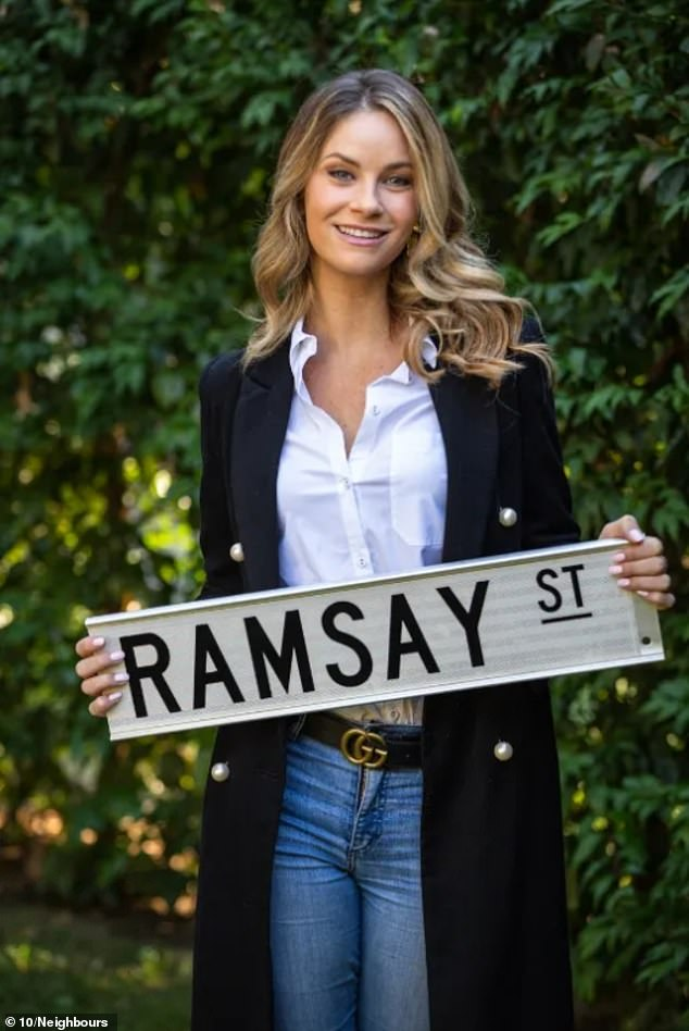 She's back! On Thursday, musical theatre star Christie Whelan Browne (pictured) announced her return to Neighbours to reprise her role as die-hard romantic Scarlett Brady