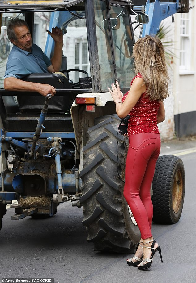 Turn left: The farmer was more than happy to help Lizzie out