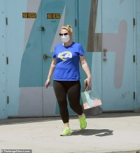 Rebel Wilson shows off her slim figure in leggings and a T-shirt