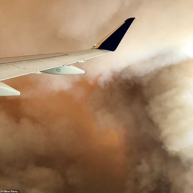 Troubling scenes were captured by family members of CNN¿s Oliver Darcy on Sunday evening, who were flying out from Fresno to Salt Lake City.An orange glare is seen breaking through the center of a billow of grey fumes