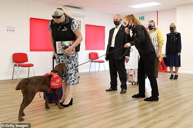 Inside, the royal was given a detailed demonstration showcasing how a dog could learn to detect Covid-19