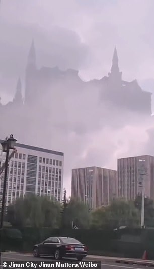 The clip was said to be filmedin Jinan, eastern China, on Friday morning