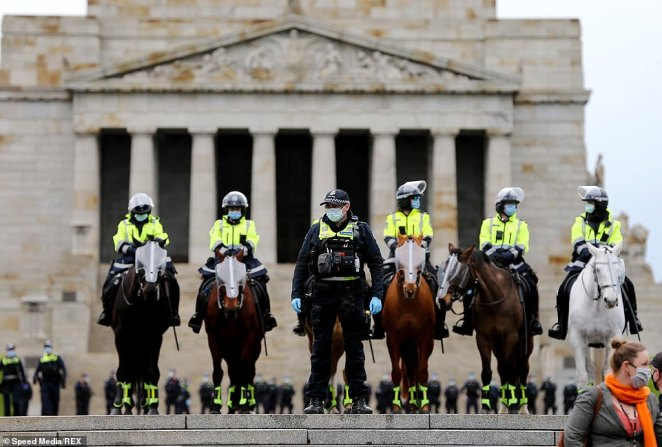 Police have closed in on the Shrine of Remembrance as they prepare for the 'Freedom Walk' that was due to kick off at 11am in Melbourne