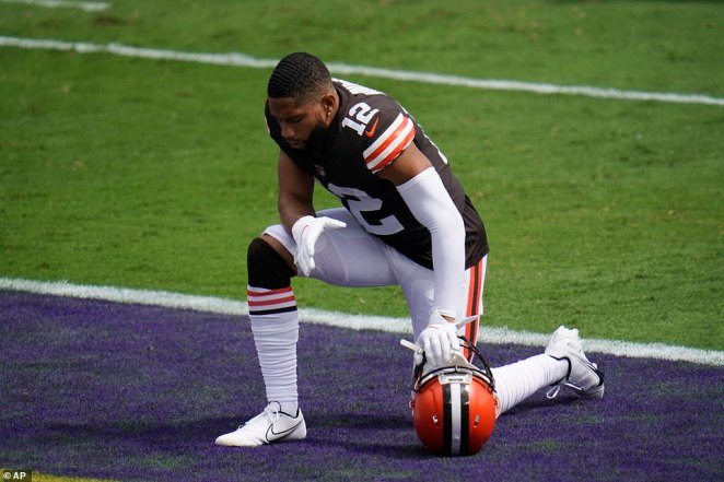 Cleveland Browns wide receiver KhaDarel Hodge (12) kneels before an NFL football game against the Baltimore Ravens