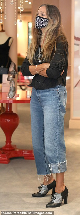 Cuffed: At one point Parker cuffed one side of her stylish frayed jean legs as she ran the floor