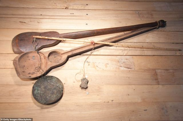 Antique Chinese weighing scales (actual item pictured) found their way to Unclaimed Baggage