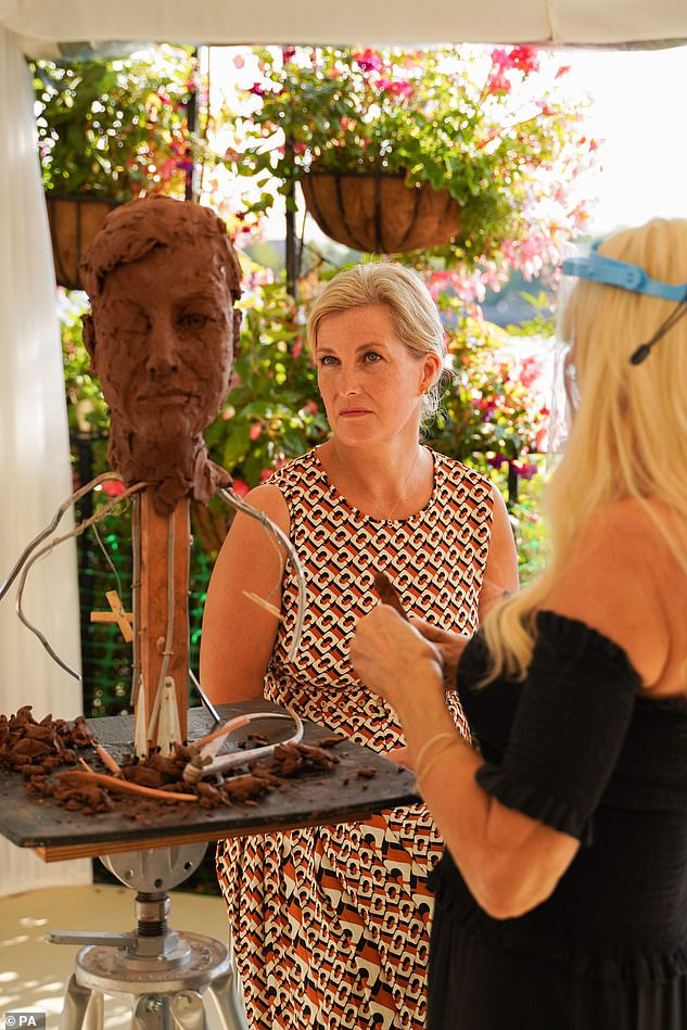Last week, Sophie sat for the acclaimed Leeds-born artist Frances Segelman who created a bust of the Countess