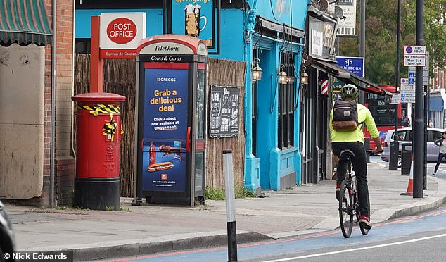 The cycle lane was implemented along Balham High Street as part of theLow Traffic Neighbourhoods (LTNs) scheme